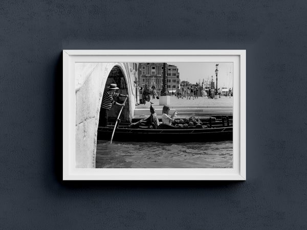 Venice-city-black-and-white-travel-photography